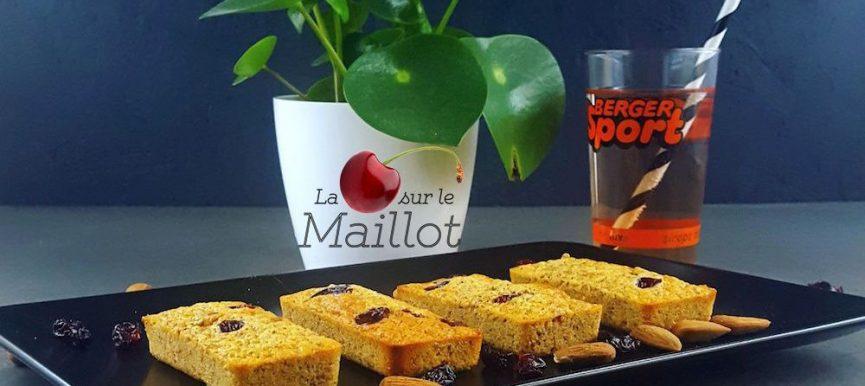Financiers aux cranberries par le blog La Cerise sur le Maillot